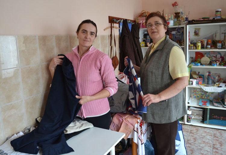 Волонтерски коцурского Каритасу Марґарета Фаркаш и Мария Буила