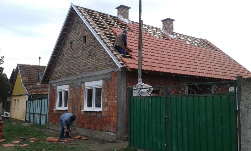 Постављање крова на кућу породице Чизмар