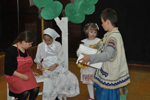 Новосадски дзеци з увагу провадзели представу Дюрдьовчанох