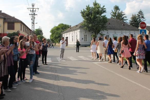 """Школа """"Петро Кузмяк"""" шветочно випровадзела своїх осмакох"""