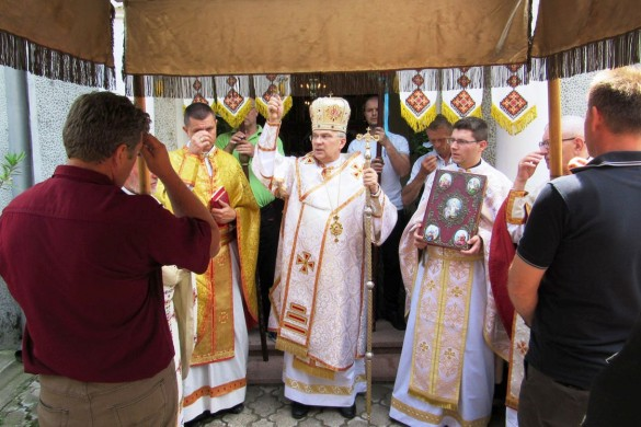 Кирбай з владиком и дзешец священїками