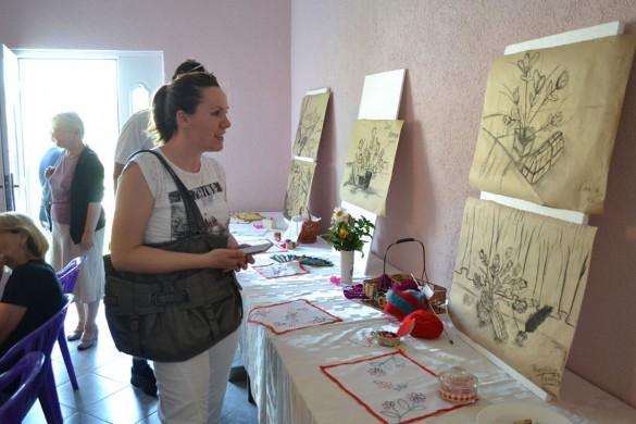 Млади орґанизовали виставу малюнкох и вишивкох