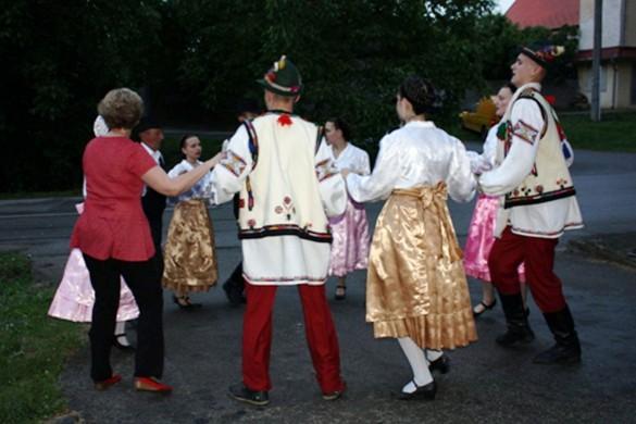 """На """"Петровским дзвонє"""" и рубанє майского древка"""