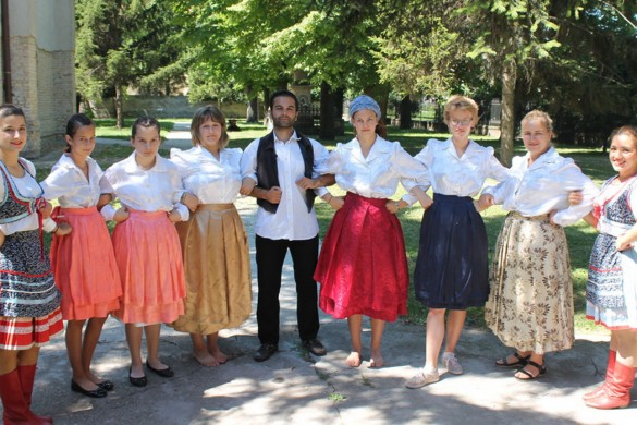Представене народне облєчиво и традицийни єдла Руснацох