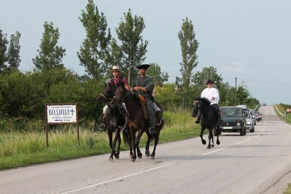 Коњички ходочасници у Крстуру