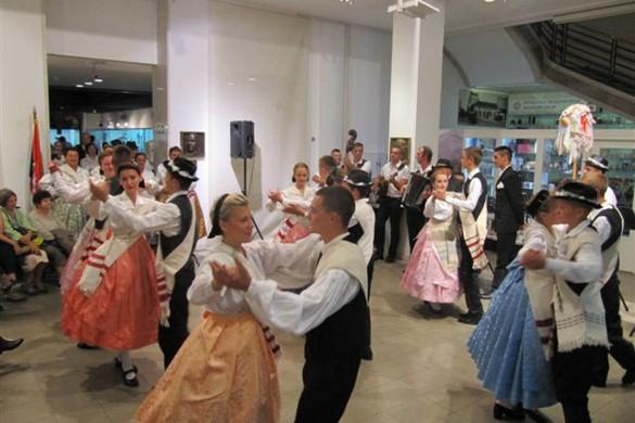 Танци, обичаї и шпиванка означели вчерайши Днї рускей култури