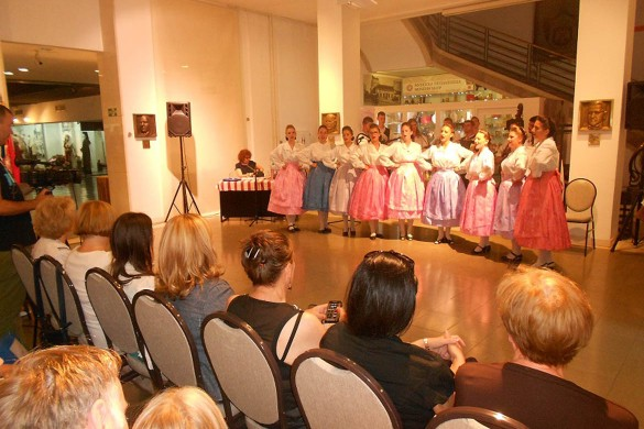 Вчера представена Моноґрафия и руске народне облєчиво