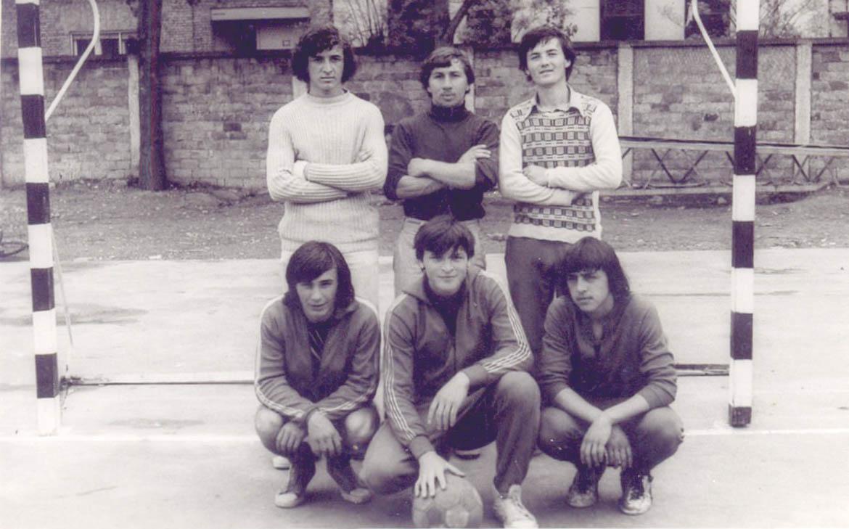 "Екипа ""Ака-рака"" коло 1975. року: (горе) Владо Малацко, Томислав Папуґа, Янко Хома, (долу) Ярослав Виславски, Владимир Будински Часлав и Дюра Дудаш"