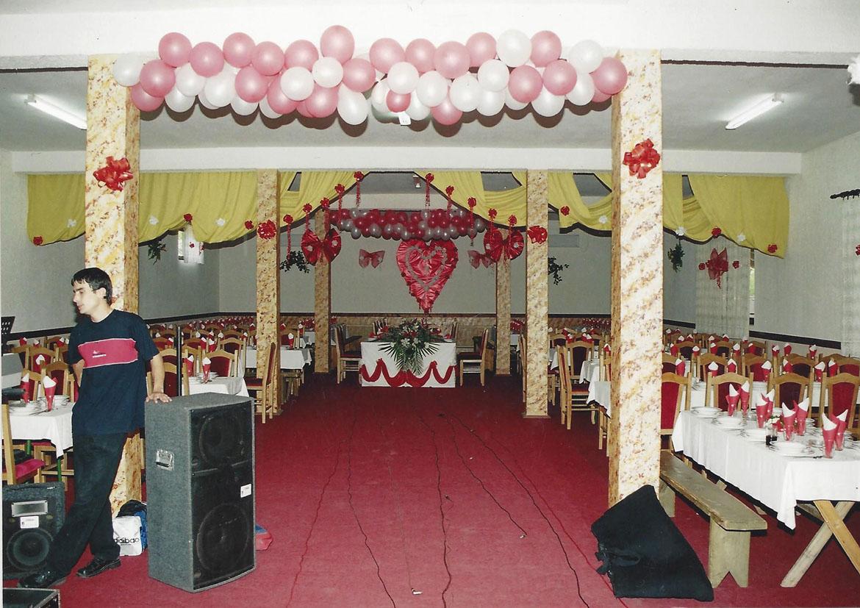 25 Sala porihtana za Budinskovu svadzbu na htorej bulo 450 hoscoh