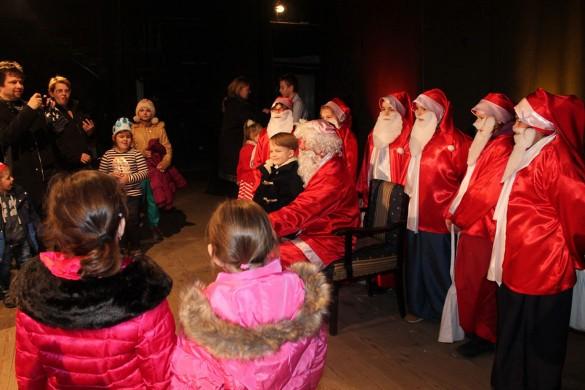 Керестурски дзеци вчера дочекали Дїда Мраза