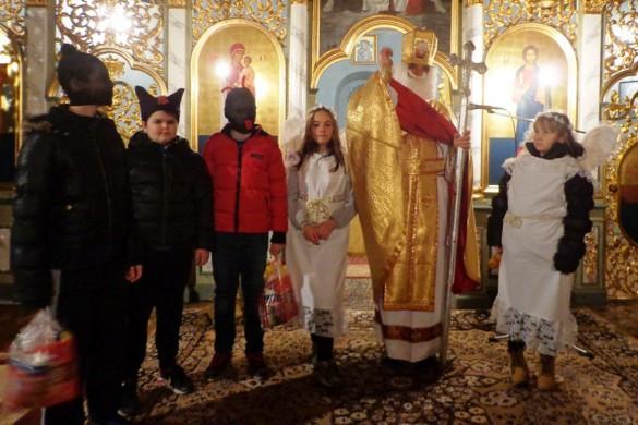 Миклошевски дзеци привитали Миколая
