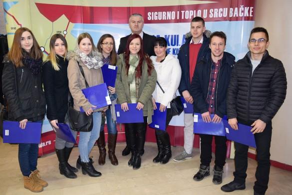 Стипендиї 70 студентом, петнацецерим з Керестура