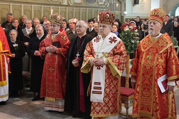 На Архиєрейскей Служби закончене означованє ювилею шестрох Служебнїцох