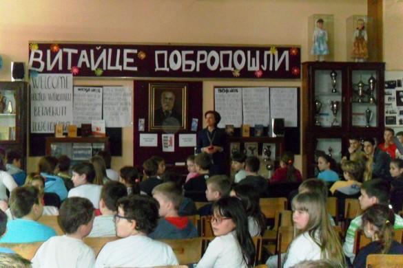"""Пред представу, дзеци з наших местох нащивели Школу """"Петро Кузмяк"""""""