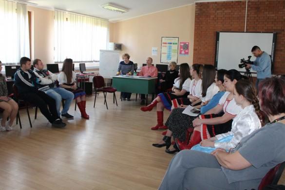 Сотруднїцтво и прейґ УНЕСКО-клубох штреднїх школох