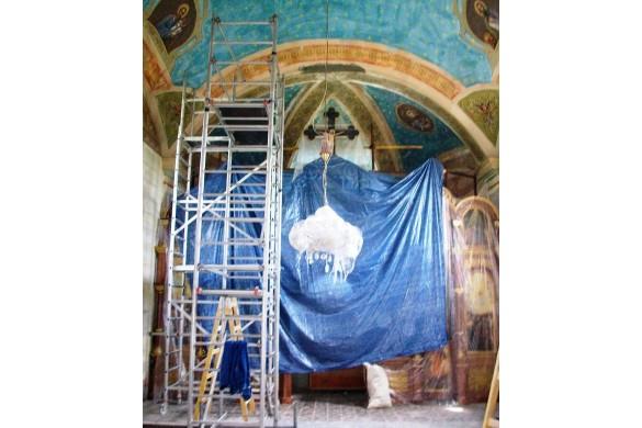 Маляре зоз Словацкей биля церкву у Бикичу