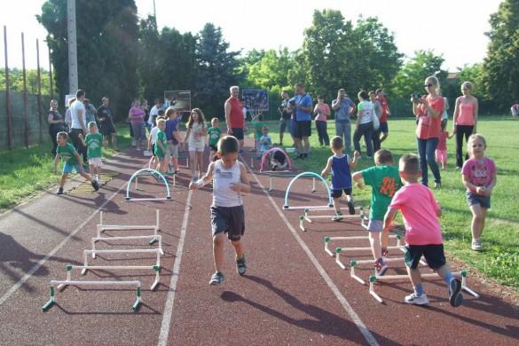 Школа спорту Данила Нярадия у гуманитарней акциї