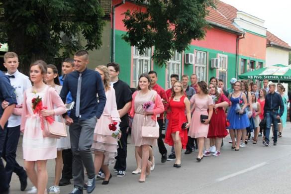"""Школа """"Петро Кузмяк"""" випровадзела малих матурантох"""