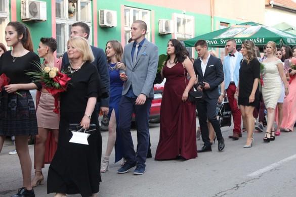 """Матуранти Штреднєй школи """"Петро Кузмяк"""" мали матурски вечар"""
