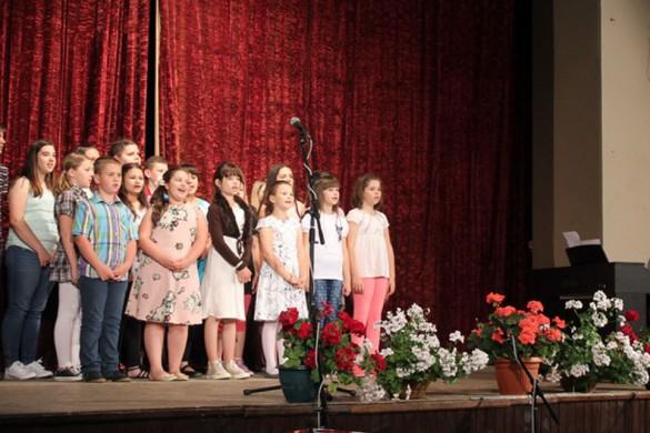 Концерт школярох музичней школи з нагоди законченя школского рока