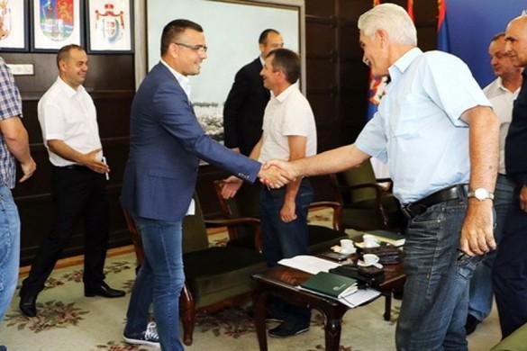 Novi Sad, 23. juna 2017 -  Ministar poljoprivrede Branislav Nedimovic sastao se sa predstavnicima Asocijacije poljoprivrednika, Saveza udruzenja poljoprivrednika Banata, Saveza agrarnih udruzenja Vojvodine. FOTO TANJUG/ JAROSLAV PAP/ dr