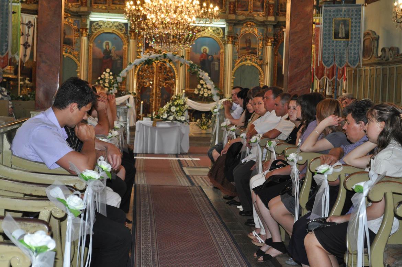 Церковне винчанє ма окремну церемонию