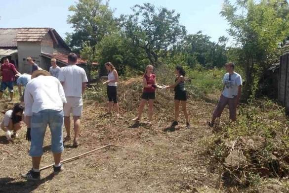 Вчера волонтере докончели розчисцованє Старей рускей хижи