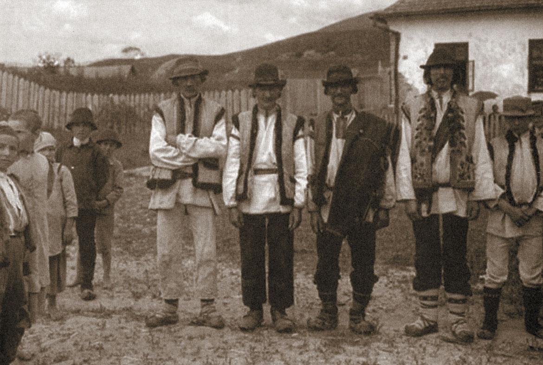 30-31 hlopi z valalu Jasinj 1920