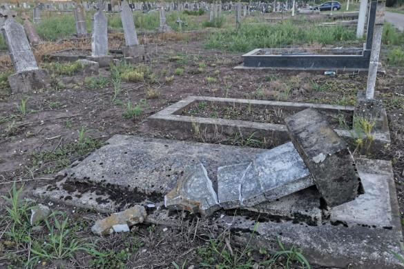 НАЙНОВША ВИСТКА: Вандализем на Малим теметове у Коцуре